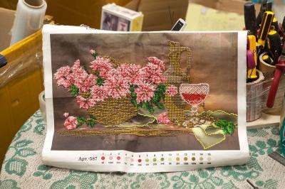 Натяжка вышивок бисером услуги багетной мастерской в Красноярске